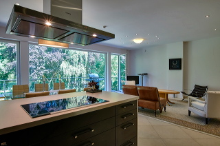 Küche in stilvoller Wohnung in Stadthaus